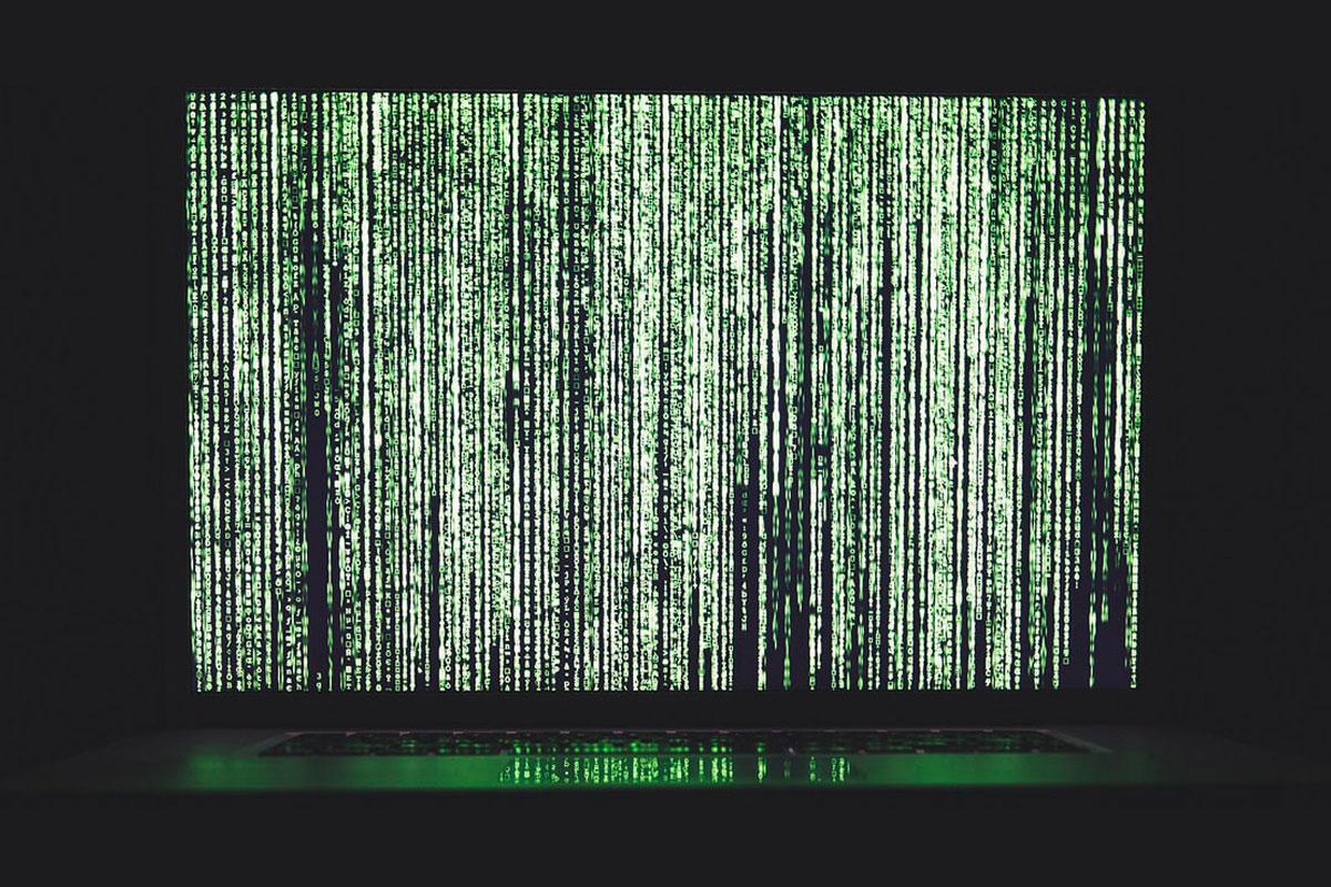 Stringhe di codice in stile Matrix per rappresentare l'algoritmo di Facebook