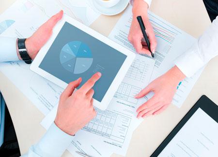Consulenti di Digital Marketing al lavoro.